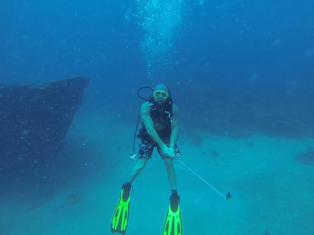 diving_golfer