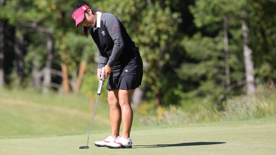 canadian golfer jaclyn lee making putt